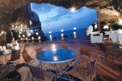 Lunch in a cave Polignano a Mare